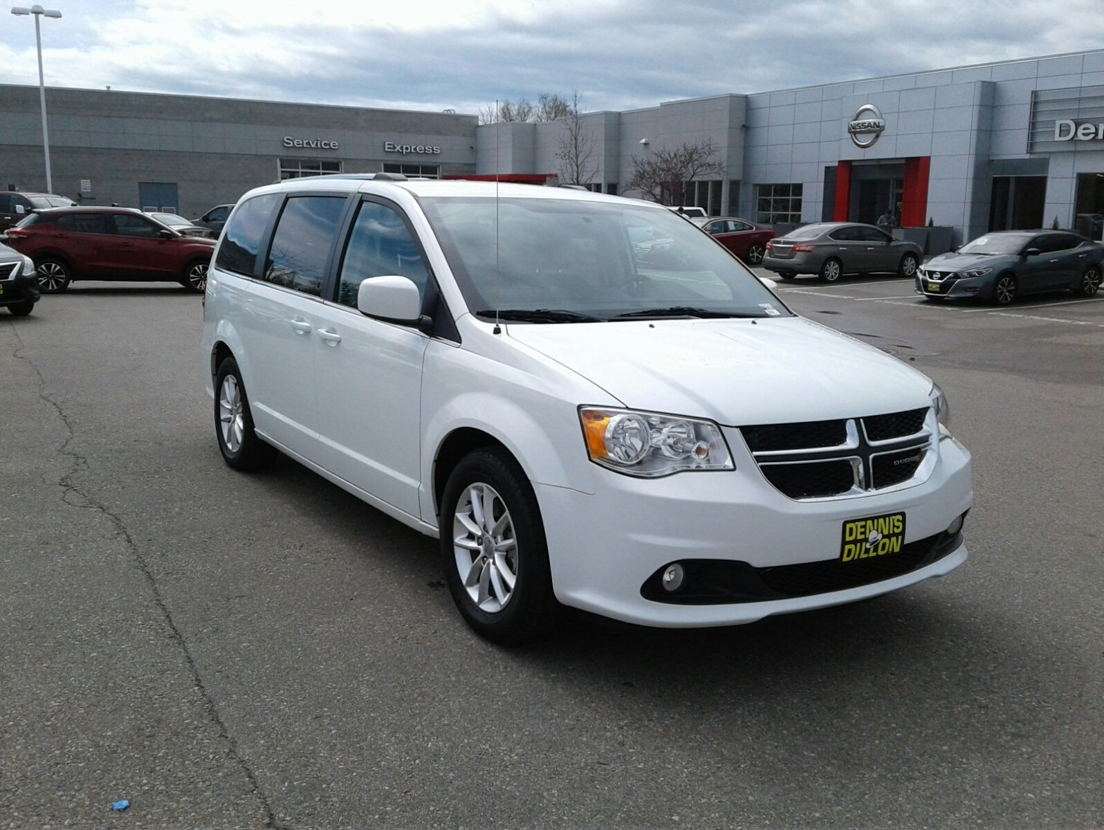 Dennis Dillon Dodge >> Pre Owned 2018 Dodge Grand Caravan Sxt Mini Van Passenger In Boise